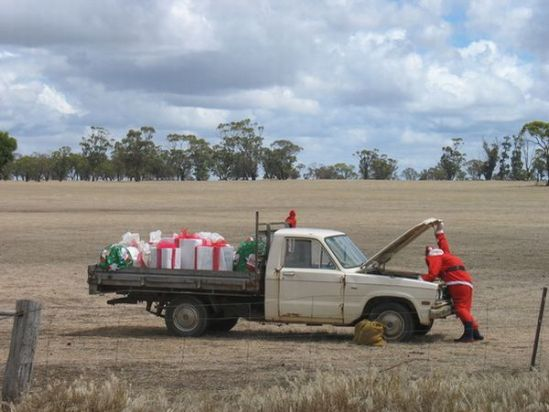 car-humor-joke-funny-traffic-santa-claus-repairing-his-truck