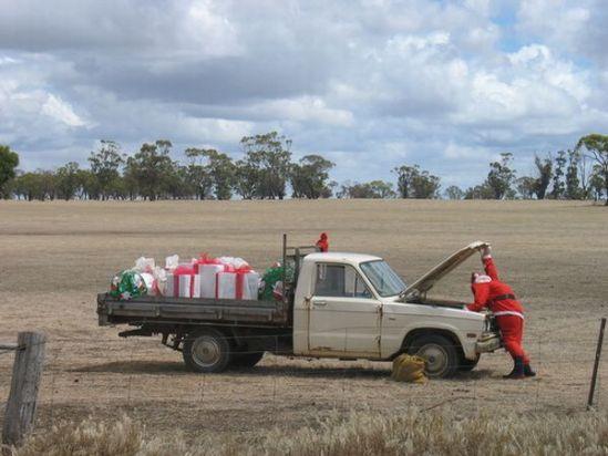 car-humor-joke-funny-traffic-santa-claus-repairing-his-truck
